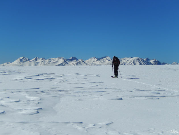 Remant pels Plans de Boldís, sembla un llac gelat.
