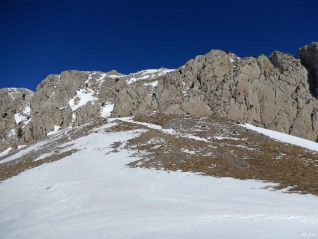 Des d'aquí el Pedraforca està molt a prop. Cal pujar-hi amb els esquís a l'esquena.