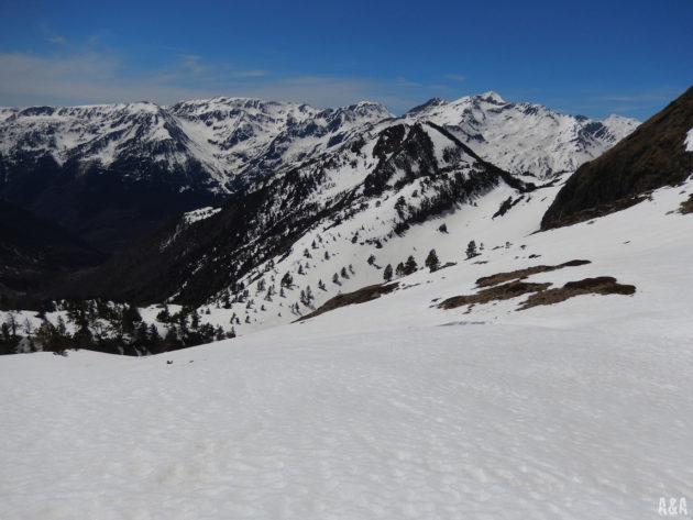 Encara queda molt per baixar esquiant, que guai! :)