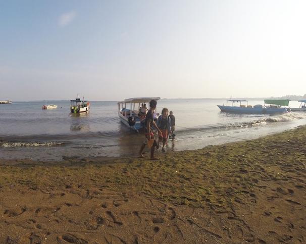 Arribant al port de Pemenang, Lombok.