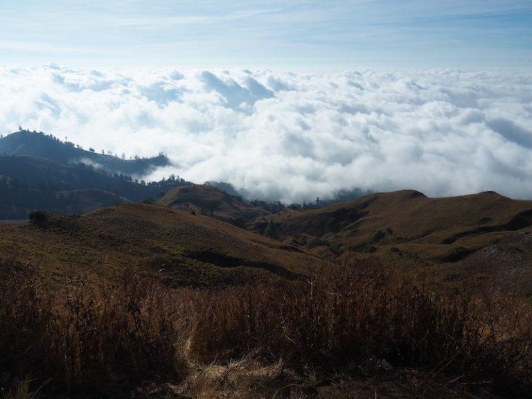 A l'altra vessant, es veu com estem a sobre dels núvols. Demà baixarem per aquí.