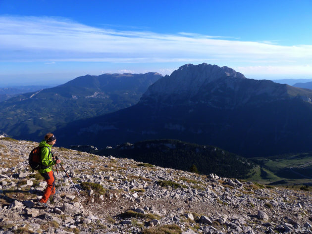 Començant el descens. Serra d'Ensija i Pedraforca al fons.